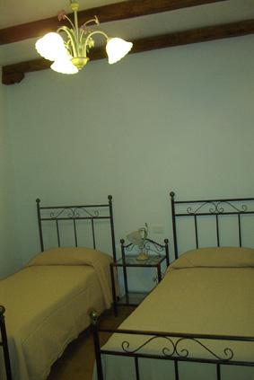 Camera Matrimoniale 14 Mq.La Vite Appartamento Caratterizzato Da Un Soggiono Luminoso Ed
